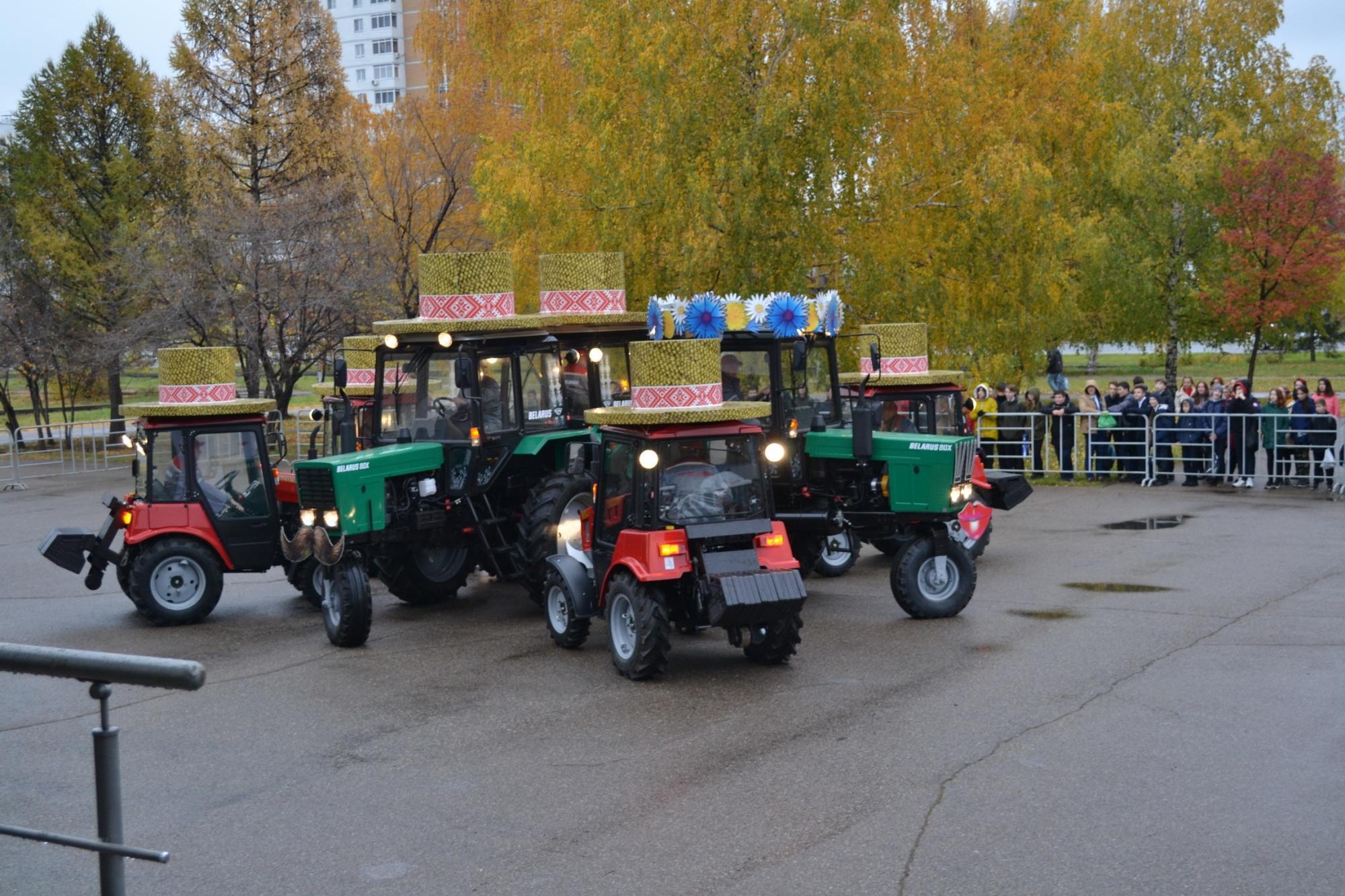 Танцующие тракторы в Татарстане